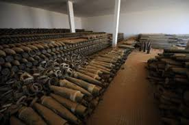 Dans les poubelles des marchands d'armes (Reportage) Images?q=tbn:ANd9GcR7dcaXT8VkcUqjFJoLKR49nbhTuIZ4iDHmOGDM3zl_e6QG_WWR