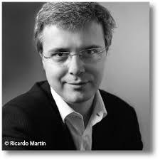 Juan Gómez-Jurado. Periodista y escritor. Ha pasado por las redacciones de alguno de los principales medios españoles. Autor de El Paciente, La Leyenda del ... - juan-gomez-jurado