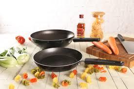 <b>Сковородки с антипригарным покрытием</b>