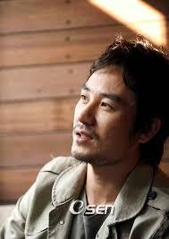 Ini dia aktor yang lahir di tahun macan dan merupakan aktor yang paling ditunggu-tunggu di tahun 2010, tahun macan putih. Please welcome: Uhm Tae Woong. - uhtae