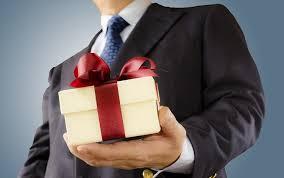 Что подарить богатому человеку, если он ваш друг, родственник ...