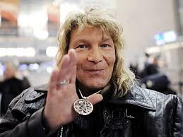 Das RTL-Dschungelcamp geht ohne Vincent Raven weiter. Der Schweizer Zauberkünstler erhielt am Donnerstag bei der Zuschauerwahl die wenigsten Stimmen und ... - I24440024010671439_BLD_Online