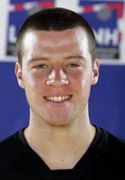 Guillaume Joli. L'ailier Droit du Chambèry Savoie Handball restera à Chambé la saison prochaine! Guillaume Joli a prolongé son contrat jusqu'en 2010. - 723090325