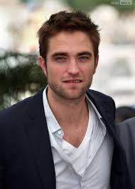 <b>Robert Pattinson</b> en couple avec Camille Rowe ? - 214954-robert-pattinson-diapo-1