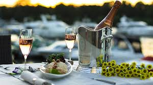 <b>Ведро</b> для шампанского, охлаждающее напиток: как называется ...