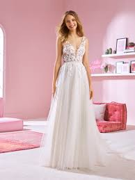 <b>Sleeveless wedding dress</b> with evasé silhouette | White One