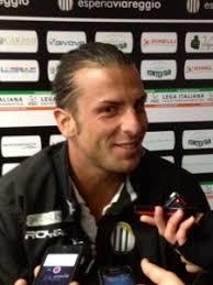 """... prime due volte alla Sampdoria. poi a Legnano e nell'Ascoli, ma ora non ho più alcun problema"""". SOTTO ALESSANDRO ROMEO (foto tratta da versiliatoday.it) - 20131219-120938"""