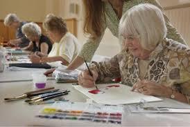 images?q=tbn:ANd9GcRFP3GeXmAnbaAx81j1gT8AEXFaaVyvg4g em8f0kslJb JggG5Wg - هنر درمانی در چه مواردی به سالمندان کمک میکند؟