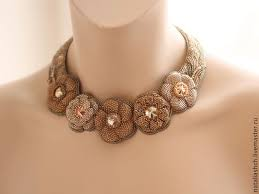 Купить <b>Колье</b> с цветами из бисера и <b>сваровски</b> (0370) - золотой ...