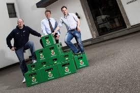 Christian Kurth (FuPa Niederrhein), Frank Tichelkamp (Brauerei Königshof) und Michael Jasmund (Regionale Sporthelden) freuen sich auf das Team-Shooting in ... - 6ebb46ddcd3780e33f9955e25fab35c2