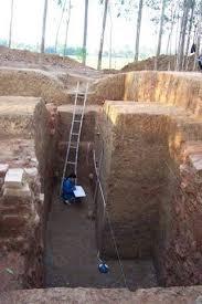 Hố khai quật bờ thành Nam của thành Trà Kiệu năm 2003