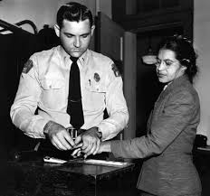 """""""Rebelión en el Autobús (la historia de Rosa Parks y la lucha de los afroamericanos por los derechos civiles)"""" - texto de Juan Antonio Sánchez - publicado en 2005 en La Aventura de la Historia - en los mensajes otro artículo sobre la vida de Rosa Parks Images?q=tbn:ANd9GcRGlceSrJUt9Pb-Ge7fQdXr8aBa1Gobgg5WK30Xnol1UpiJGxIZOg"""