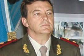 ... Jorge Di Lello para precisar la denuncia contra el jefe del Ejército, ... - 590