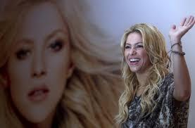 La cantante colombiana Shakira, en una presentación en Santiago de Chile. / CLAUDIO REYES (EFE) - 1299829731_850215_0000000000_sumario_normal