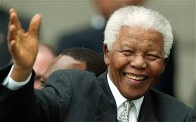 """SUDAFRICA – Si sono stabilizzate le condizioni di Nelson Mandela, al terzo giorno di ricovero per un'infezione polmonare. """"È ora in grado di respirare senza ... - nelson-mandela-wav_2466647c-1"""
