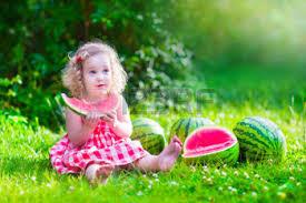 Resultado de imagen de imágenes de niños con fruta