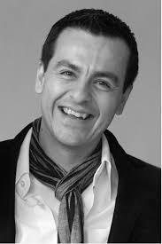 Eduardo Torres wurde am 28.10.1968 in Buenos Aires, Argentinien geboren. Nach dem einjährigen Proseminar am Lehrerseminar in Stuttgart begann er seine ... - Eduardo_Torres_04