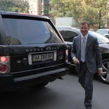 Ukraynalı deputat maşını satıb, pulu orduya verdi