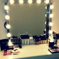 <b>Toilette</b>. Makeup table with light. Mesa de maquillaje con luz ...