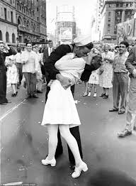 time magazine s most influential images of all time daily mail v j day celebrations an american sailor kisses a white uniformed nurse in times square