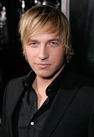 Veronica Mars alum Ryan Hansen has been cast in the NBC comedy pilot Friends with Benefits, according to The Hollywood Reporter. - 100331RyanHansen1