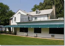 Elvis Presley    s Graceland   Elvis Presley BoulevardGraceland  much smaller than most people expect  as seen from the rear
