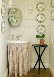Rustic decorating small bathrooms