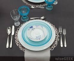 charger plates decorative: a decorative charger plate never directly touches any food