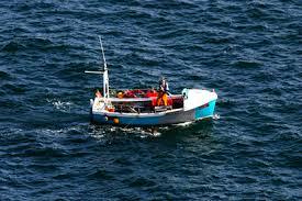Resultado de imagen de pequeña embarcación antigua
