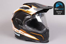 How to choose the <b>best motorcycle helmet</b>