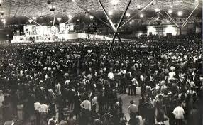 Resultado de imagem para show de rock lotado anos 70