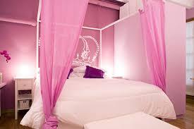 Camera Da Letto Grigio Bianco : Camera da letto grigia e rosa amabile interior design idee di