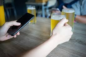 В британских пабах начали запрещать смартфоны - InfoDrive ...