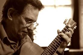 """A 30+-year devotee of the so-called """"American Primitive"""" school of acoustic steel string guitarists, Glenn Jones has been playing guitar since the age of 14 ... - glenn_jones_4-350x234_main"""