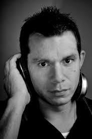 Thomas Schillinger alias DJ Tosch hat nicht nur Erfolge mit seinen Singles – unter anderem auch in den USA. Heute erscheint auch sein erstes Album im ... - media.facebook.d5f318bf-47b0-4771-8a81-b5acd4f94b47.normalized