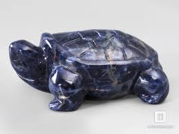 23-268/2 <b>Черепаха</b> из <b>содалита</b>, 5х3,5х2 см