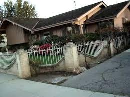 Brady Bunch House Up Close     YouTubePsst