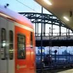 Mann wird von zwei S-Bahnen überfahren und überlebt schwer verletzt