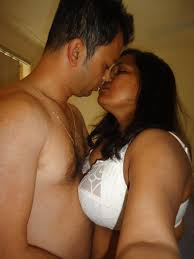 Bhopal Besi Bhabhi Aunty ki Lips Me kissing hot Topless image bhopal desi huaswife kissing photos