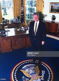 bill clinton standing within circle of presidential seal on rug in white house oval bill clinton oval office rug