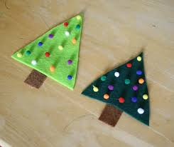 Easy Christmas Crafts for Kids: Felt Christmas Tree Pin - Buggy and ...