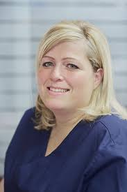 <b>Angela Kraus</b>. examinierte Zahnmedizinische Fachangestellte - D4D0533-01
