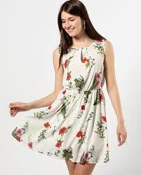 <b>Платья и сарафаны</b>
