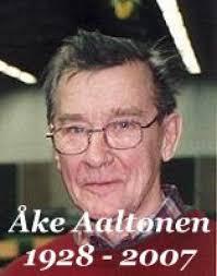 Hämeenlinnan seudun miekkailijoiden perustajajäsen Åke Aaltonen kuoli seuransa 50-vuotisjuhlavuonna 6.10.2007. Hän syntyi 7.4.1928. - %3Fkuva%3D391