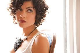 I'm not sure why Carrie Rodriguez attracts an older crowd, perhaps because she plays country, folk, bluegrass-y songs? They pack a potent punch. - carrie-rodriguez-01