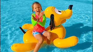 Катя собралась играть с водой в парке развлечений <b>THE LAND</b> ...