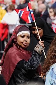 Bilderesultat for innvandrer feirer 17.mai