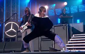 """Watch <b>Cage the Elephant</b> Perform """"Social Cues"""" and """"Ready to Let ..."""