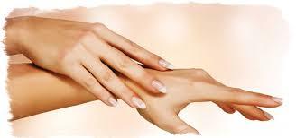 Значение родинок на пальцах рук — старинные приметы