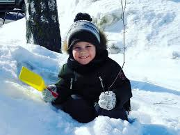 <b>Шапка</b>, <b>варежки и</b> шарф. Как одевать ребёнка на зимнюю прогулку